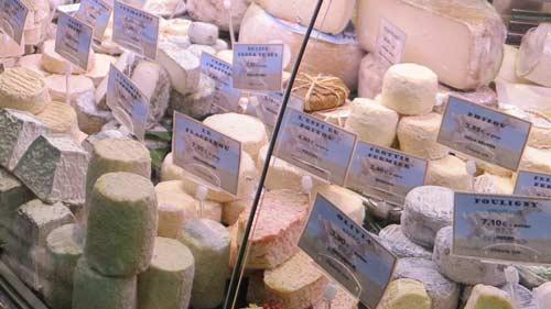 Vitrine de loja de queijos